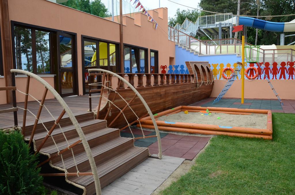 Снимки от Грифид Клуб Хотел Болеро & Аква парк